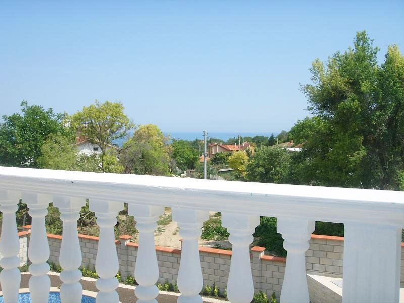 12_Balcony-view