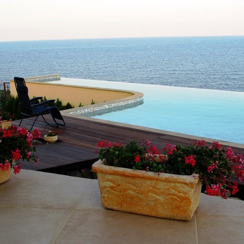 Sea view and the pool